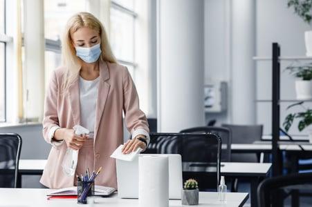 hygiene-in-workplace-in-coworking-office-blonde-bu-NBEGHHH (1)