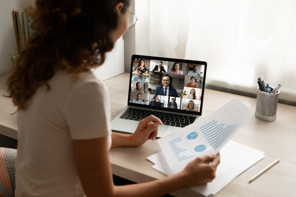 How an Answering Service Benefits Remote Companies